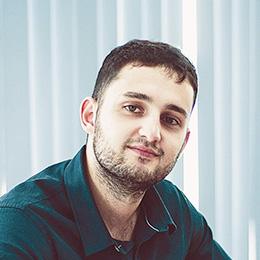 Simon, Chef de projet