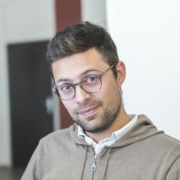 Chris, Directeur artistique